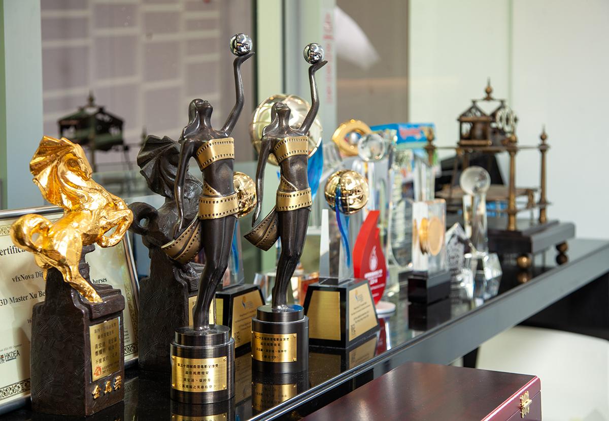 作為從事電影視覺藝術界別的創作人,Victor的作品系列多次獲得香港電影金像獎及台灣金馬獎殊榮。