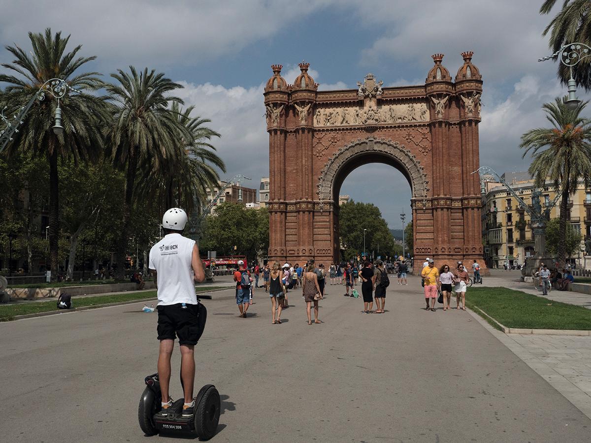 以Segway遊巴塞羅那是一個有趣而方便的遊覽方式。