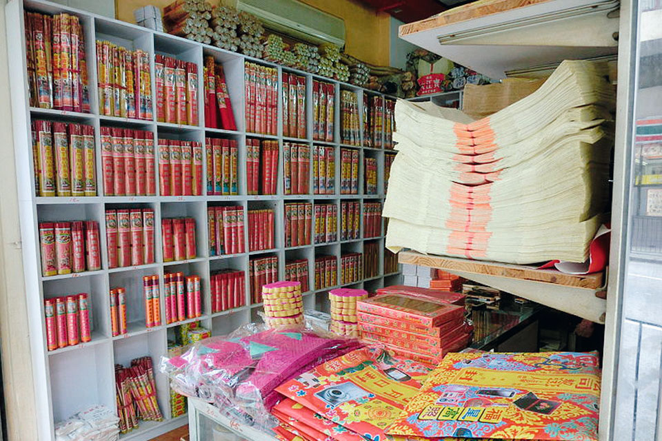 紙紮劏房成為今年清明大受歡迎的祭品。