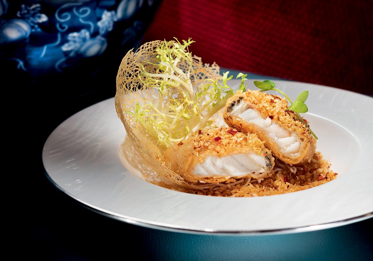在筆者試菜當天,餐廳特別準備了數道拿手小菜,包括其中一道「酥脆蒜香銀鱈魚」。葡國菜中的馬介休是鱈魚的一種,師傅便用了這個澳門地道食材來製成色香味俱備的鱈魚菜式。