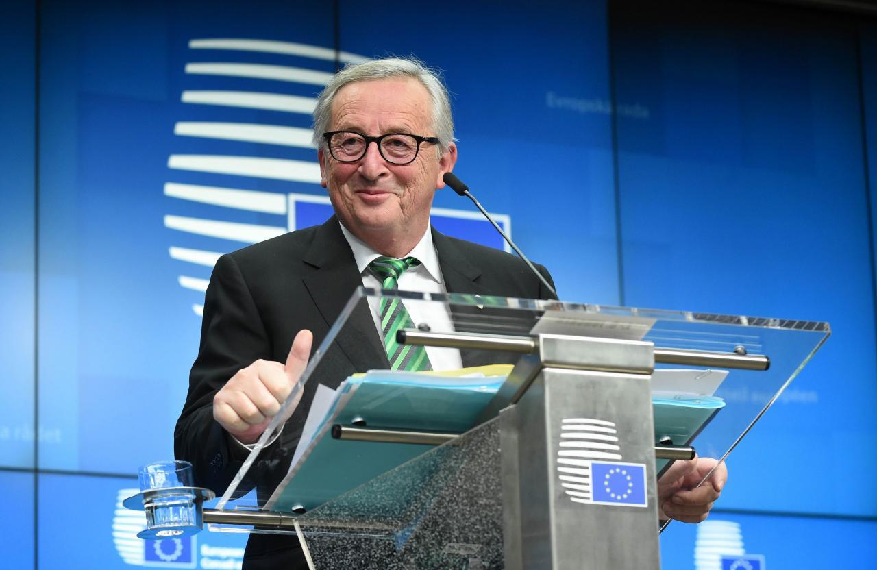 容克曾呼籲歐盟提升歐元的全球貨幣地位,以抗衡美元的霸權。
