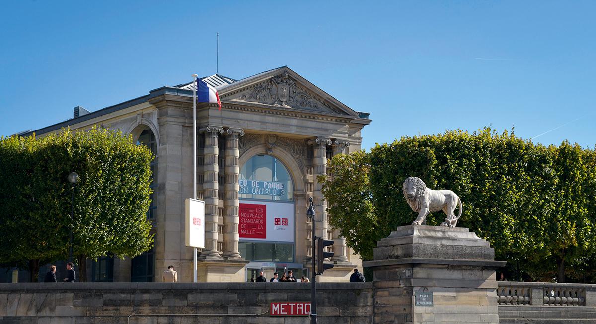 展覽於法國巴黎羅浮宮旁的杜樂麗花園內的現代美術館內舉行。