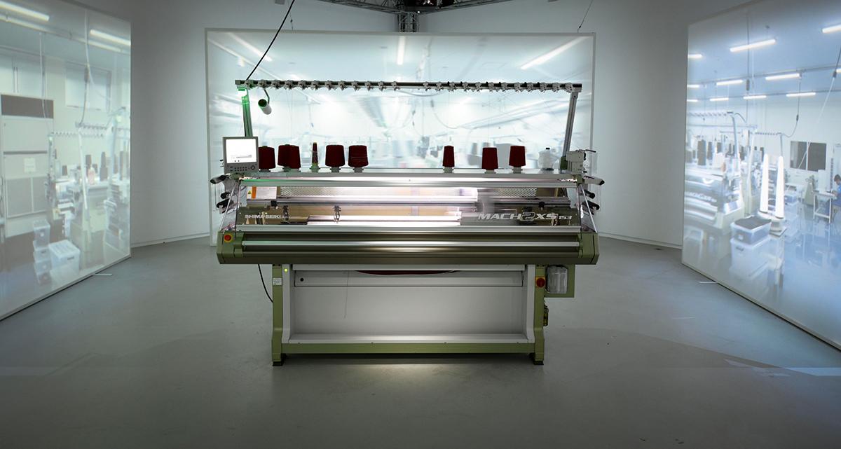 UNIQLO 透過科學去塑造未來,其革命性的 WHOLEGARMENT技術便於會場內展示;該技術能以一根毛線便能做到無縫的立體編織衣物。