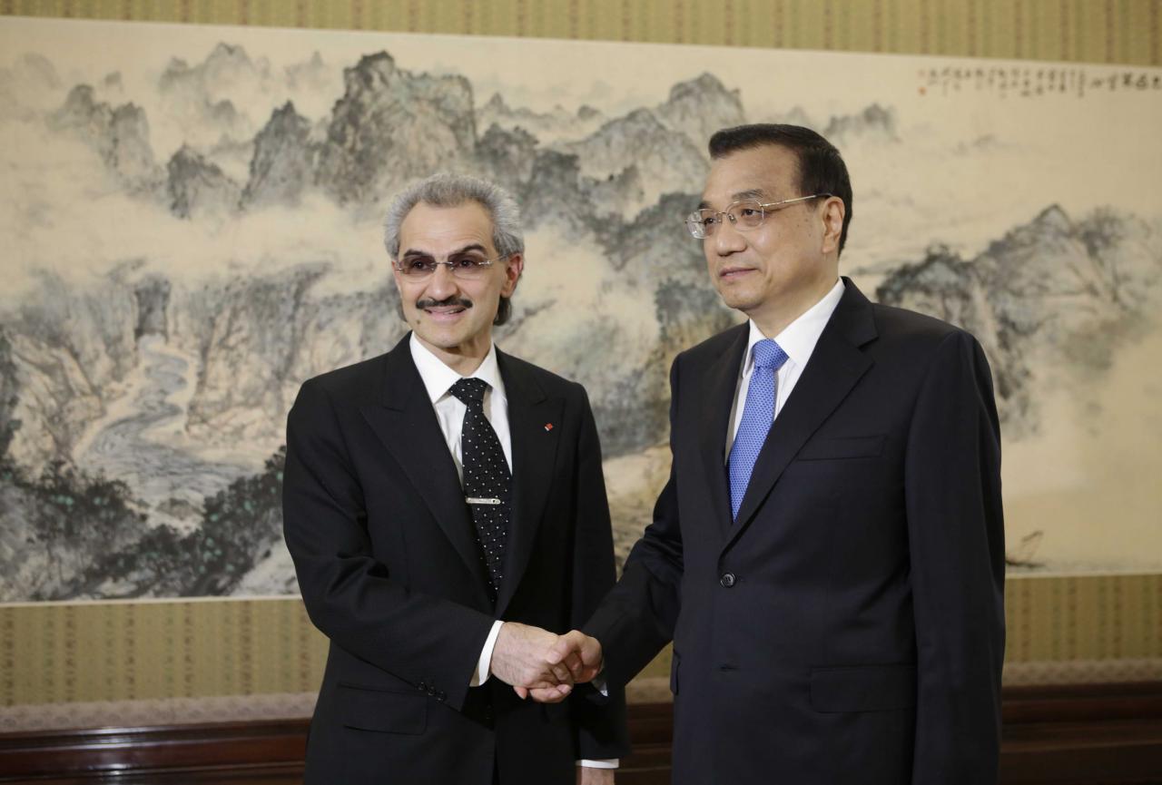 瓦利德王子(左)在國際舞台甚有影響力,總理李克強亦曾會見。