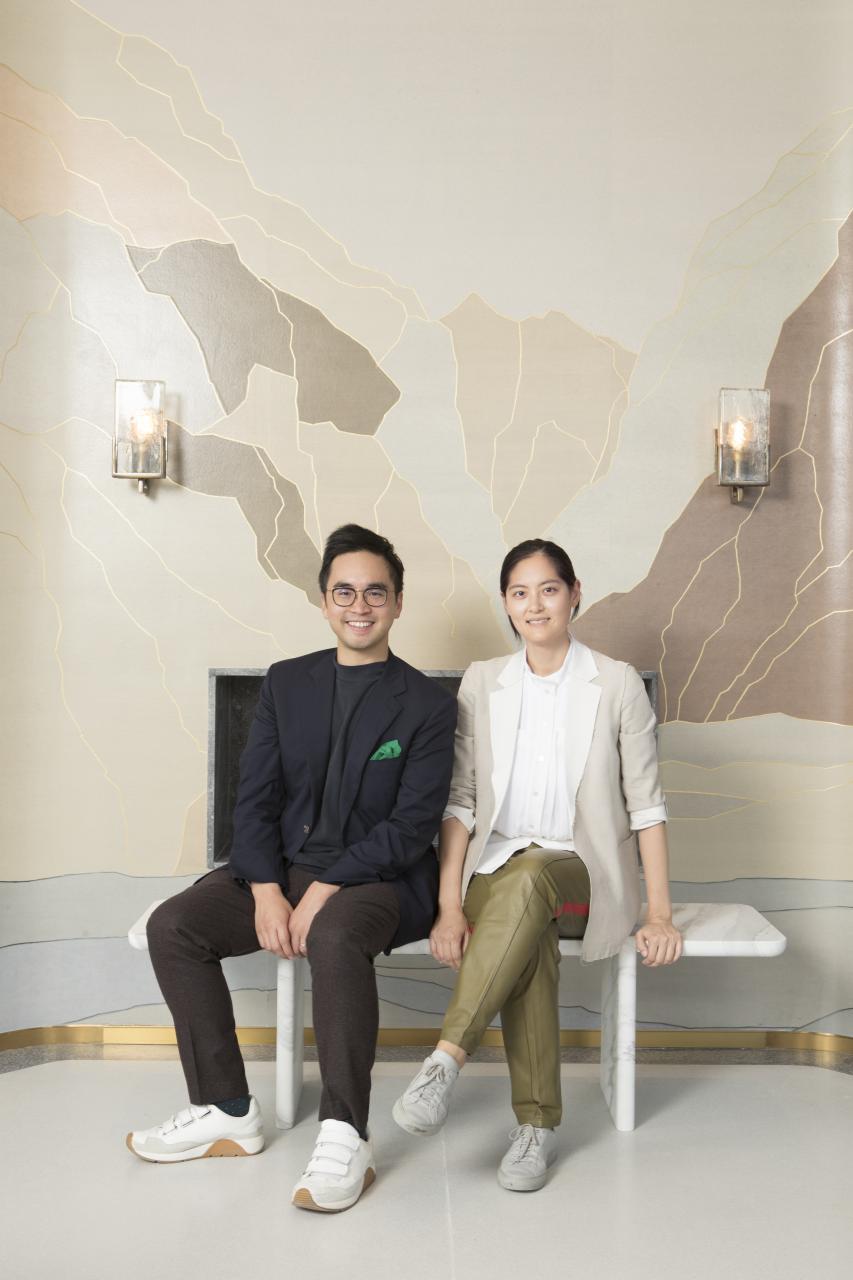 K11創辦人暨新世界發展執行副主席兼總經理鄭志剛與K11 ARTUS頂層住宅的知名室内設計師Joyce Wang。