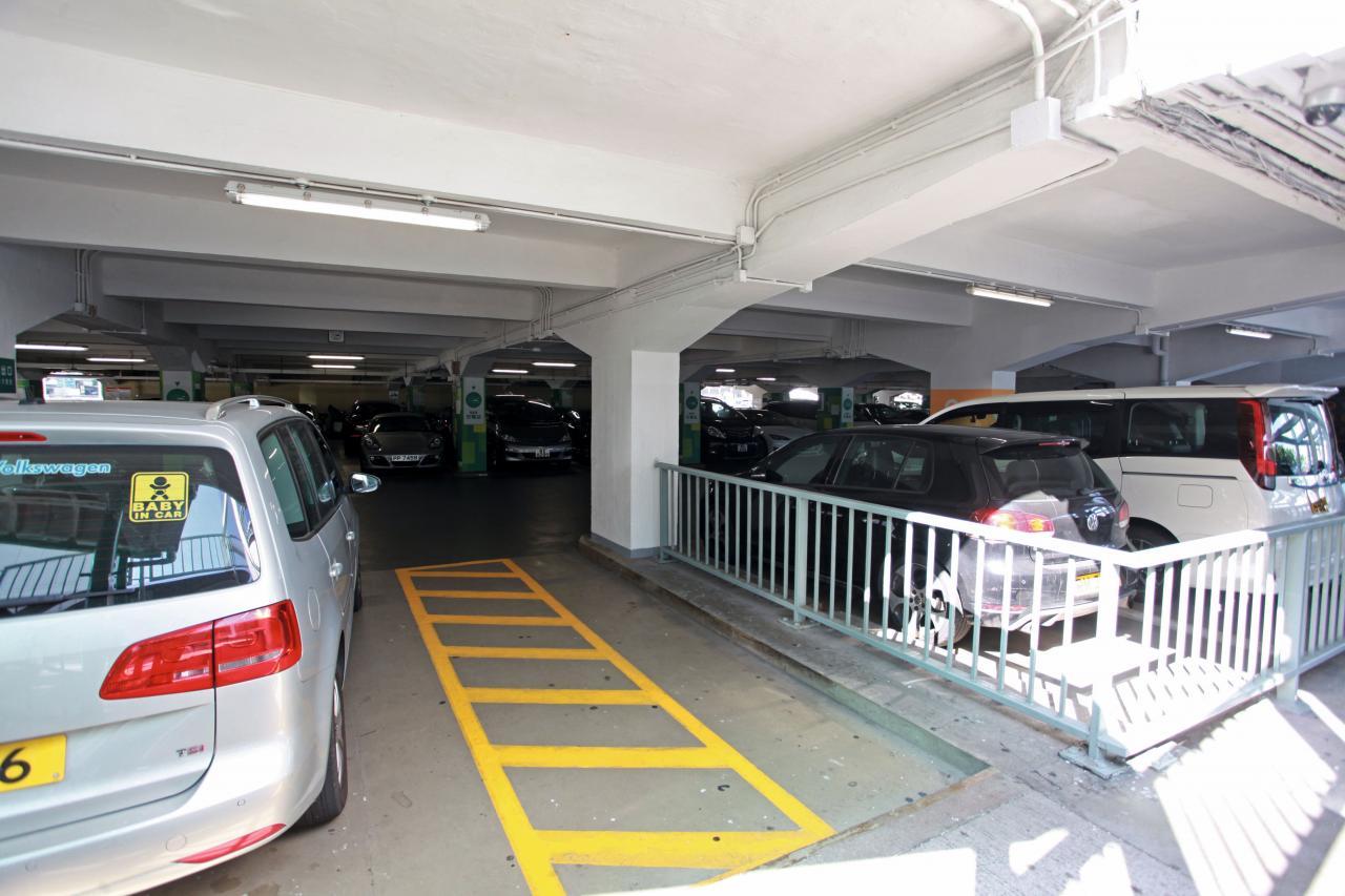 香港車輛升幅遠遠跑贏車位,難怪如今買一個車位已以百萬元計。