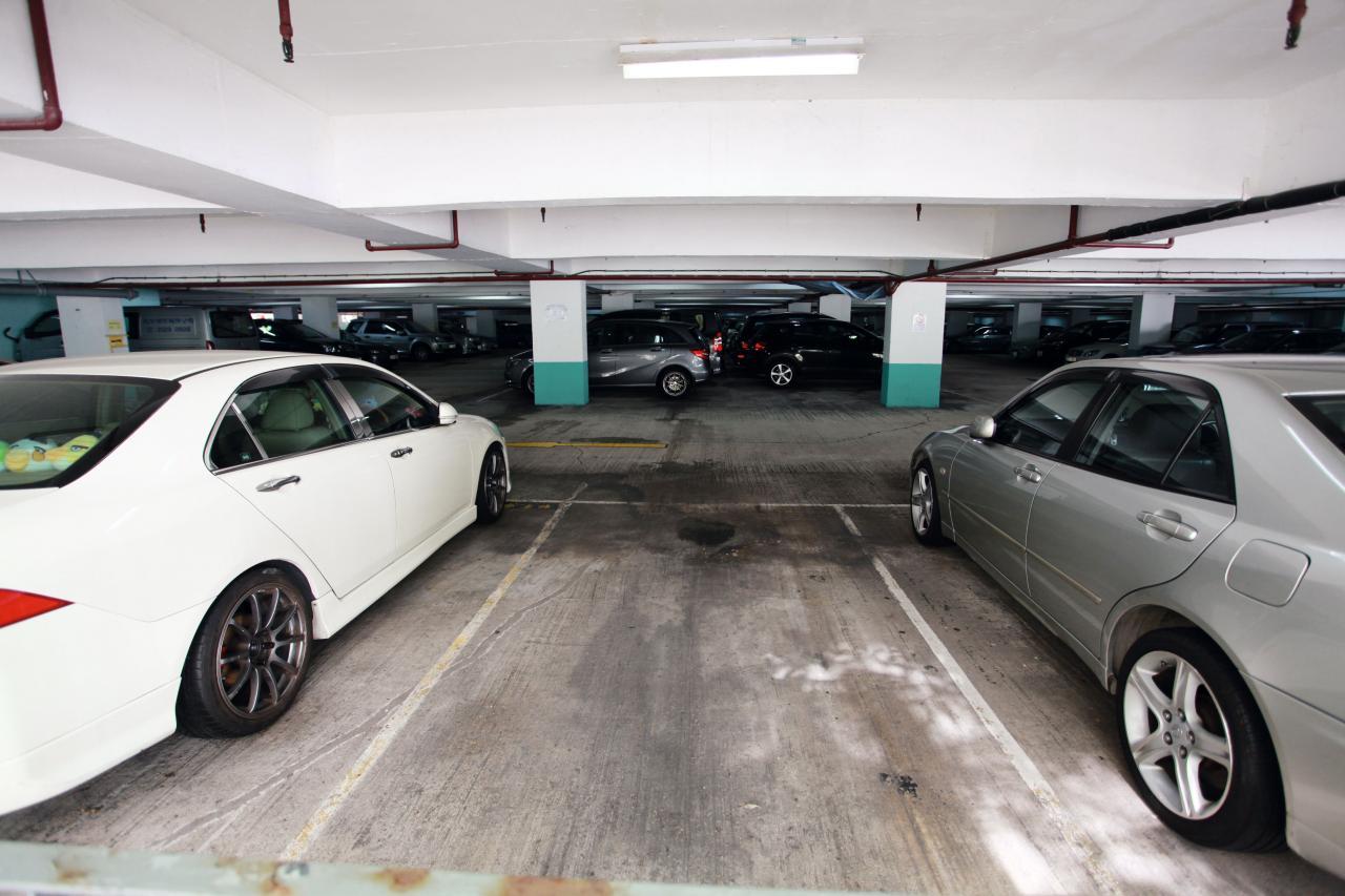 規畫署規定的車位面積達135方呎,但市場已出現不少面積比車位要細的單位。