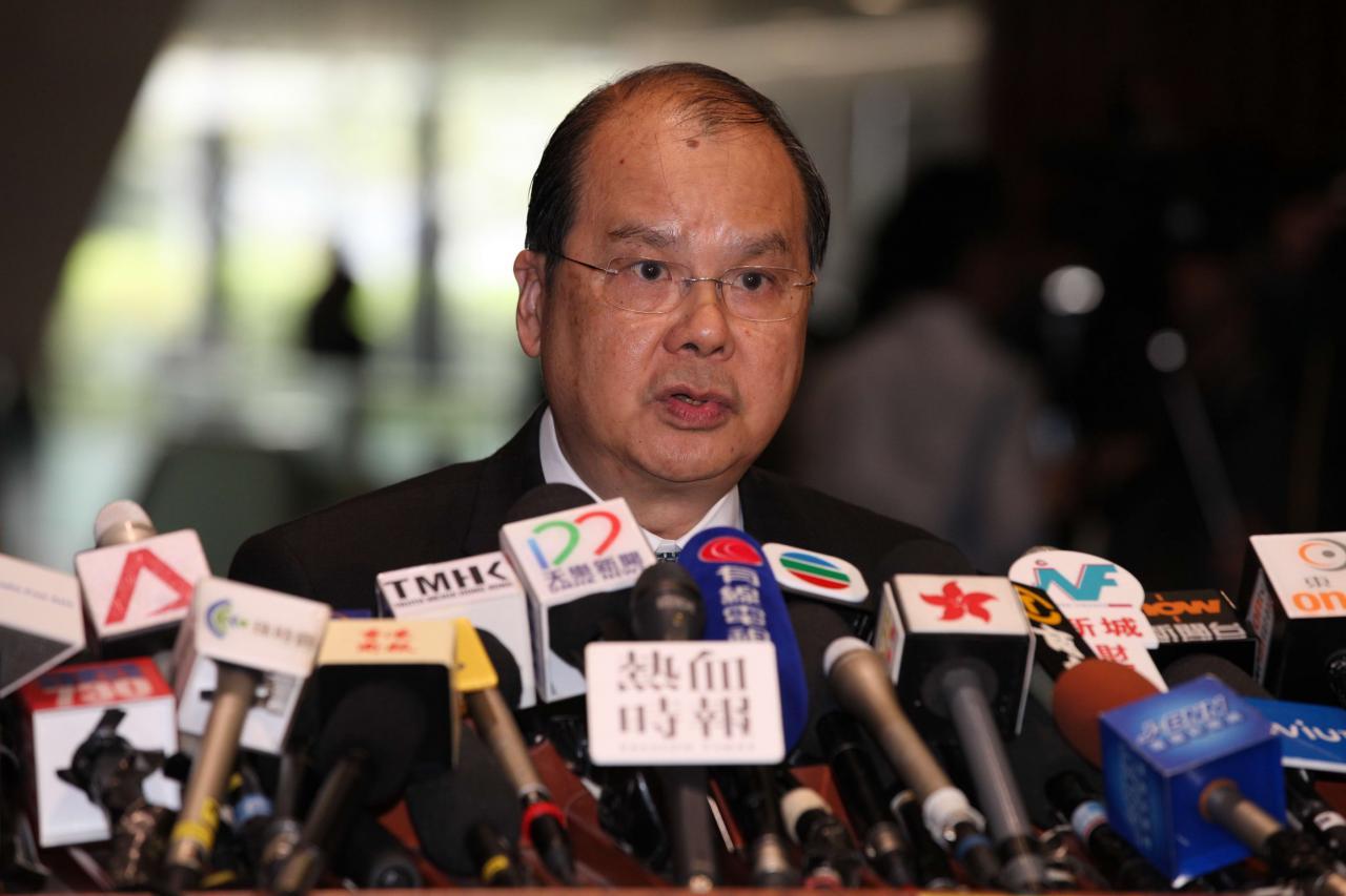 政務司司長張建宗指政府計畫推行「免費廢塑膠回收服務先導計畫」。
