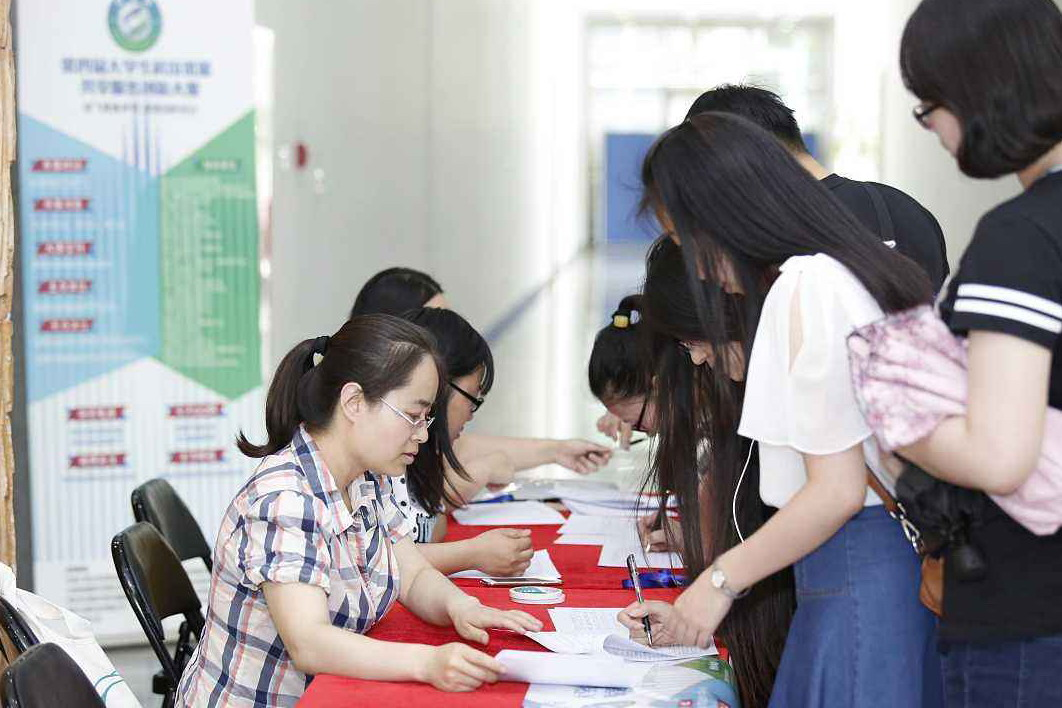 中國高等教育學齡人口升學率預期到2022年會達到58.2%。