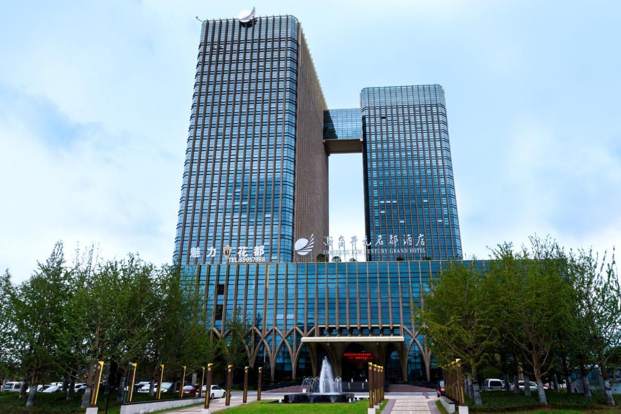 截至去年底集團經營及管理約150家酒店,酒店客房約34,200間。