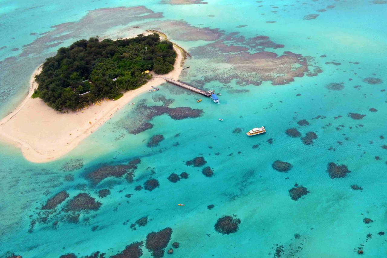 海天地悅旅是位於塞班及關島的優閒旅遊集團,其業務可分為酒店及度假村分部、高端旅遊零售分部及目的地服務分部。