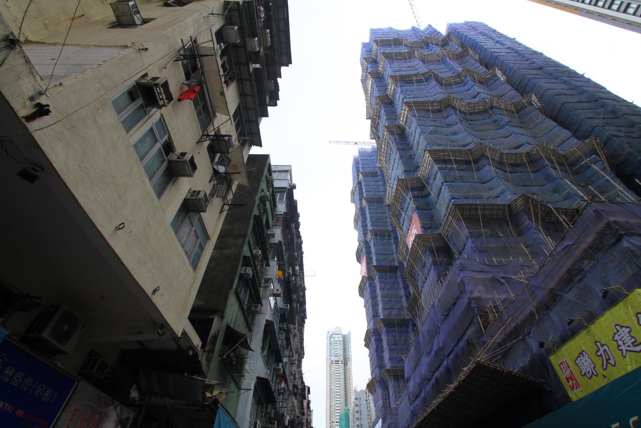 部分建築股被指透過「綠色通道」上市。