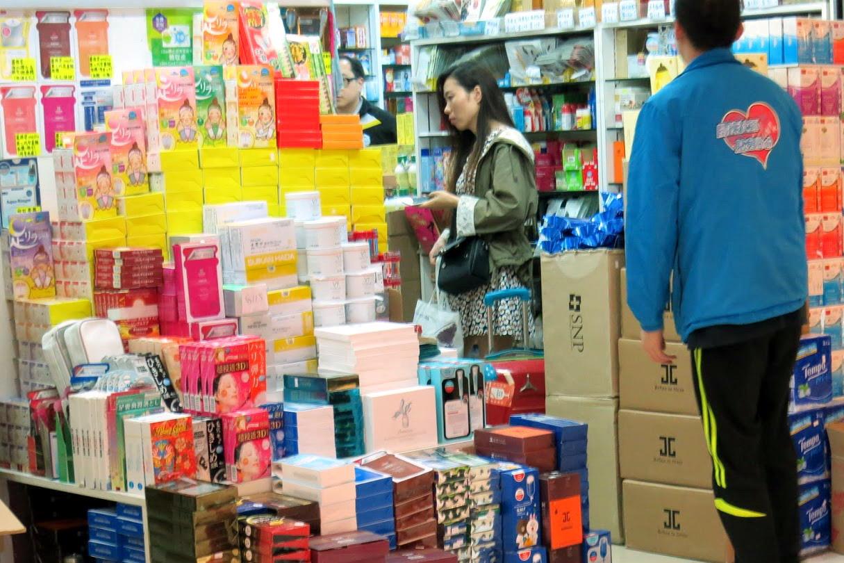 公司依賴零售商,包括超市、藥房及連鎖便利店等,分銷其食品及飲料產品。