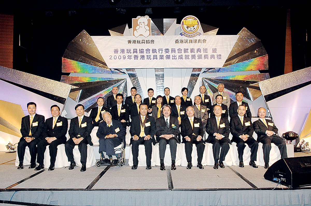 丁煒章積極為玩具行業發聲,現為香港玩具協會榮譽會長。