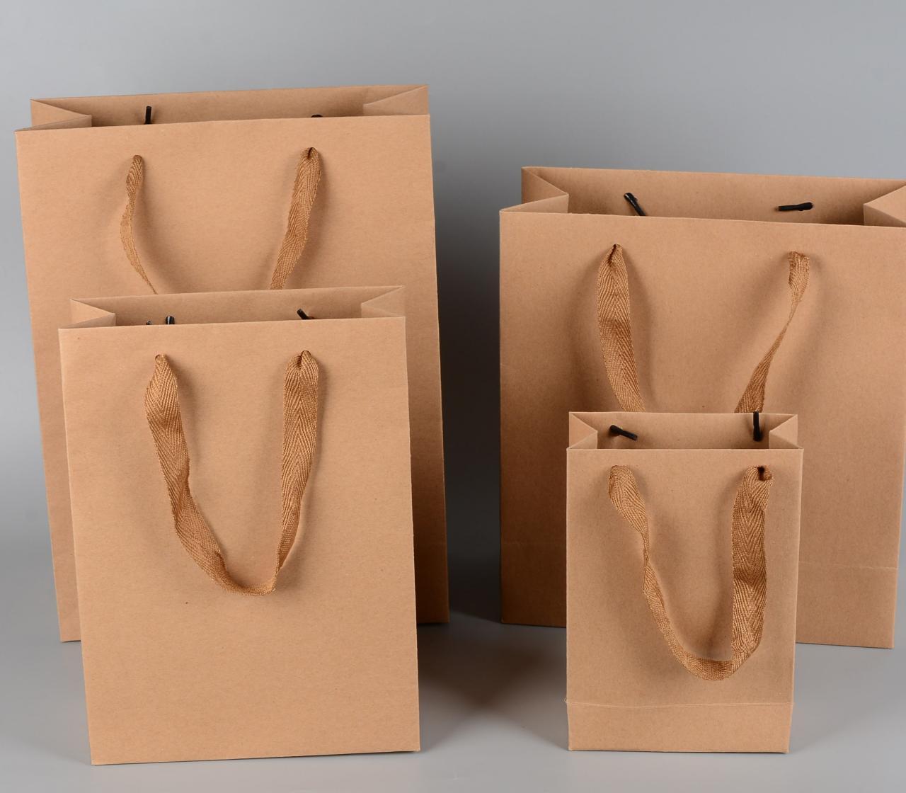 盧旺達以成為全球第一個「無膠國度」為目標,在當地商舖購物都以紙袋替代塑膠袋。
