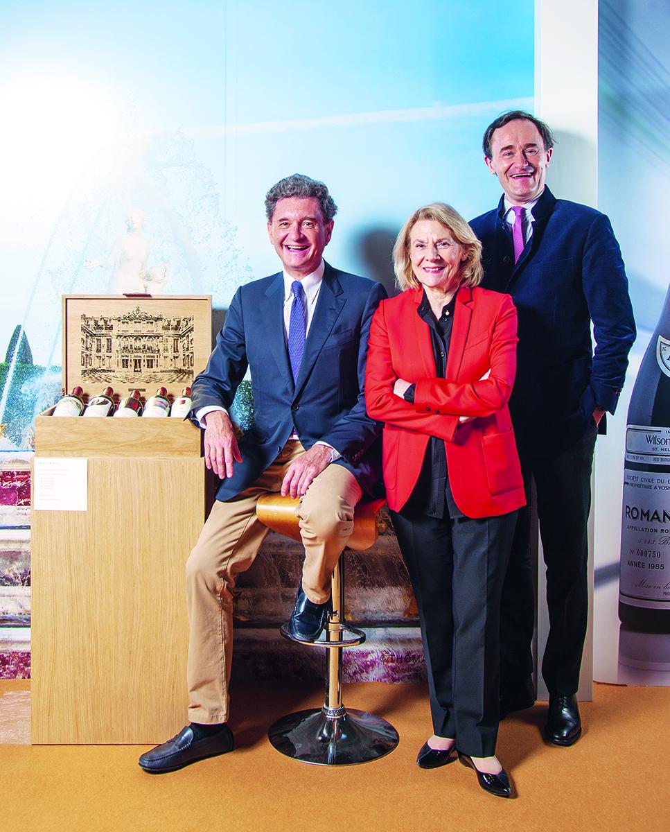 (左至右)集團總裁兼首席執行官菲利普(Philippe)、凡爾賽宮、凡爾賽博物館及凡爾賽國家遺產主席卡特琳娜·佩卡爾(Catherine Pégard)及集團副總裁朱利安 (Julien)一同合照留影。