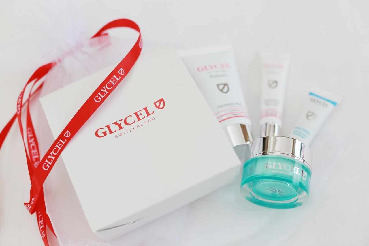 一套四件GLYCEL護膚產品旅行裝,包括高效潔面乳、水盈潤肌睡眠面膜、水盈潤肌面霜及高效鎖水活膚修護乳。