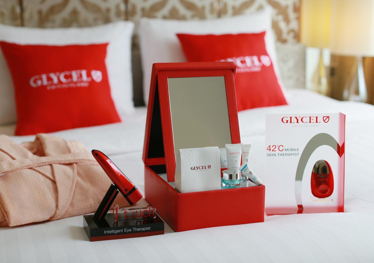 入住期間可免費租用GLYCEL高科技美容儀,包括「一觸式智能緊致亮眼儀」及「42°C光動能去紋緊膚儀」。