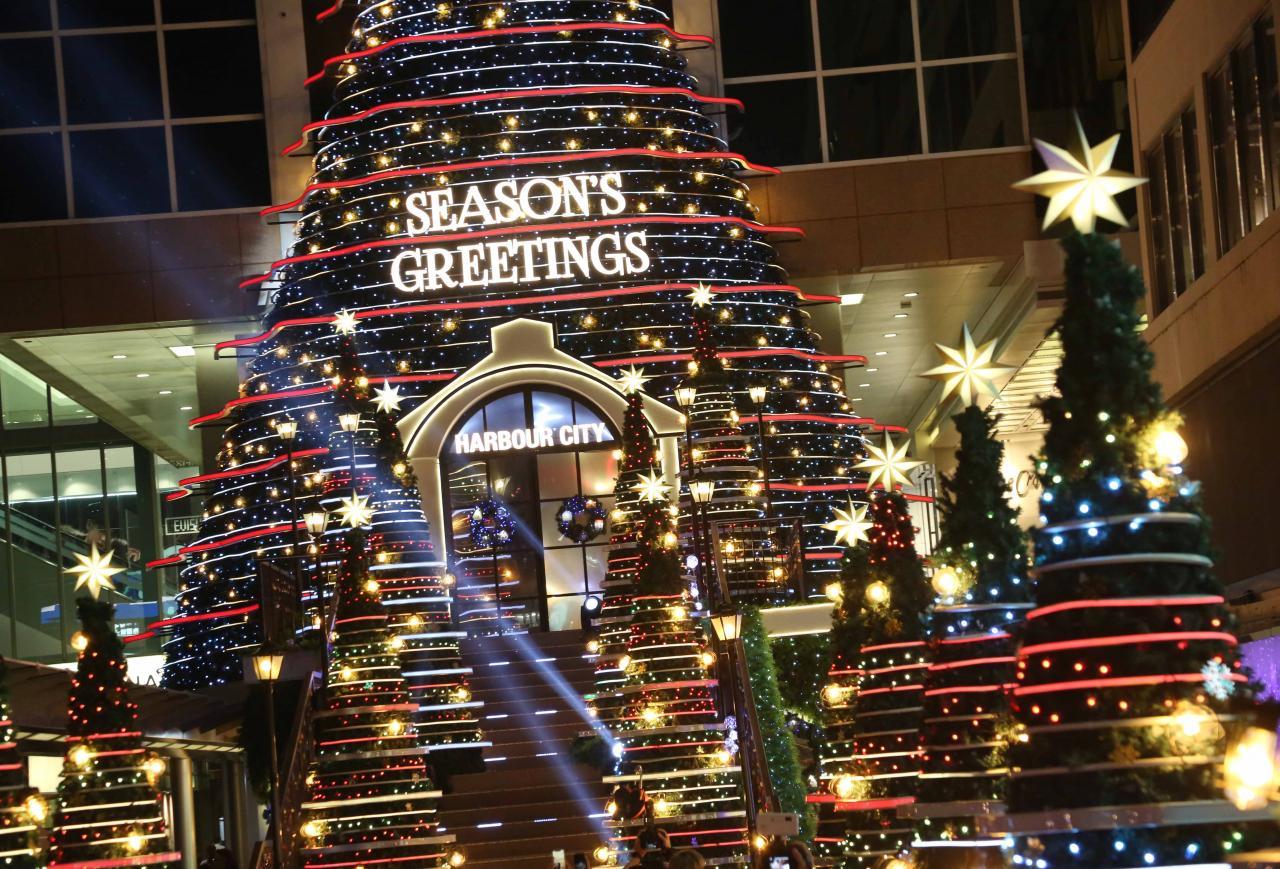 今個聖誕,在海港城海運大廈的露天廣場,會定時上演「聖誕音樂燈光匯演」。