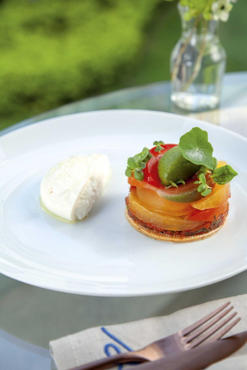 Heirloom tomato tart, burrata, basil sorbet:用上多款來自本地及法國的番茄,酸甜多汁,色彩豐富,搭配軟滑的意大利布袋芝士、香脆的撻底,再加上清新的羅勒雪葩,口感充滿層次。