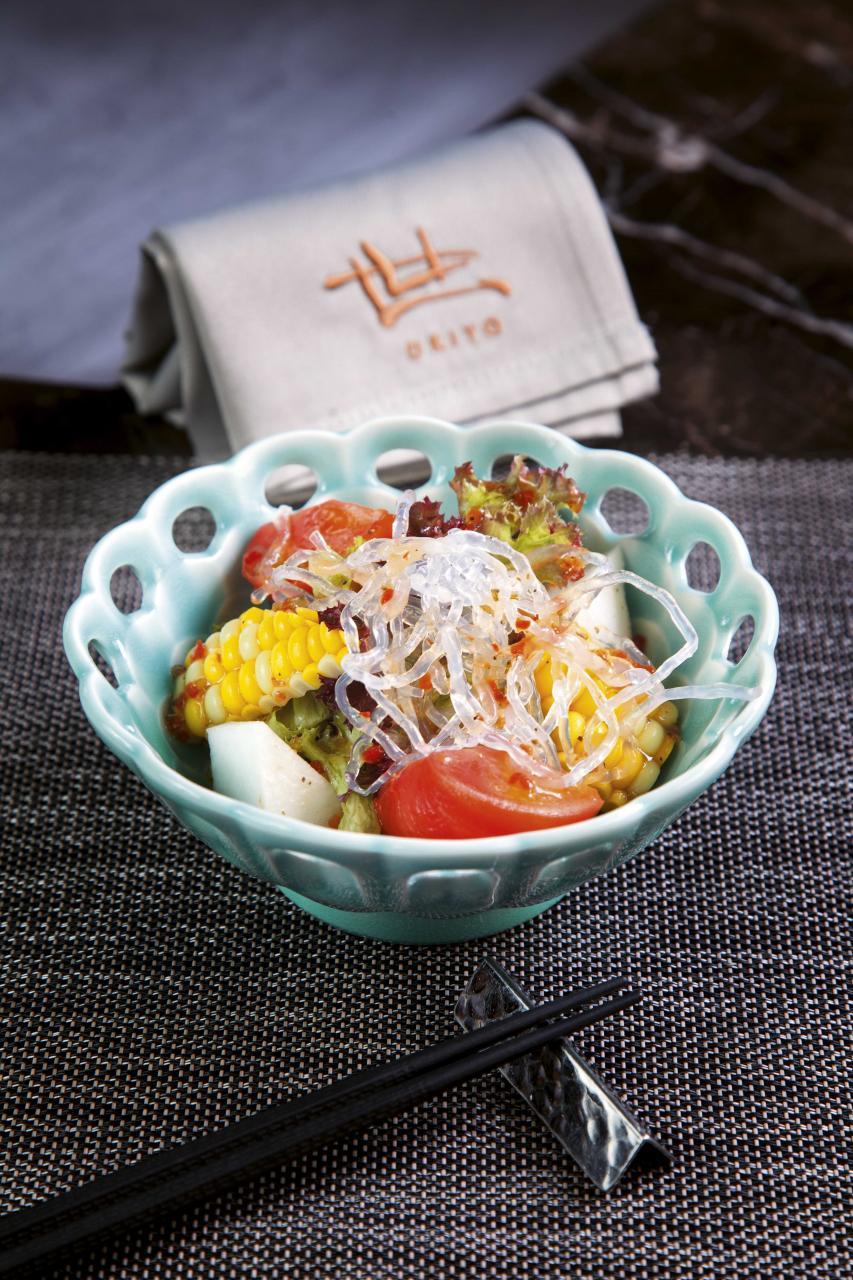 日本水果蕃茄沙律:糅合了日本蕃茄、白海藻、蕪青、粟米,配以微酸的蕃茄汁,清新開胃。