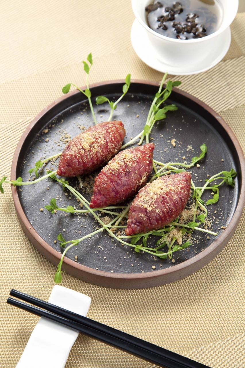 流心紫蕃薯:以日本紫薯及糯米粉炮製而成,外皮口感煙韌,內裡熱烘烘的流心紫薯餡不但滑溜,而且甜而不膩。