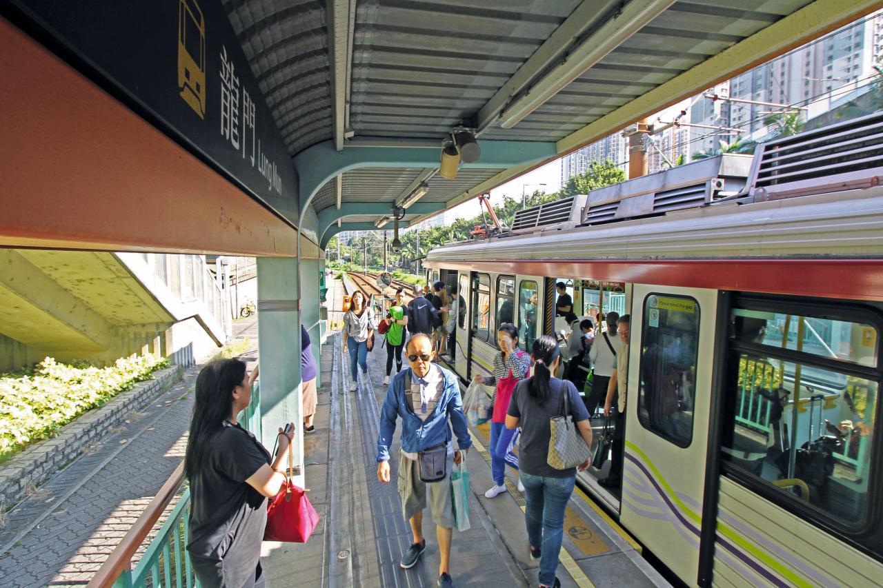 項目距離輕鐵龍門居站約7至10分鐘步程。