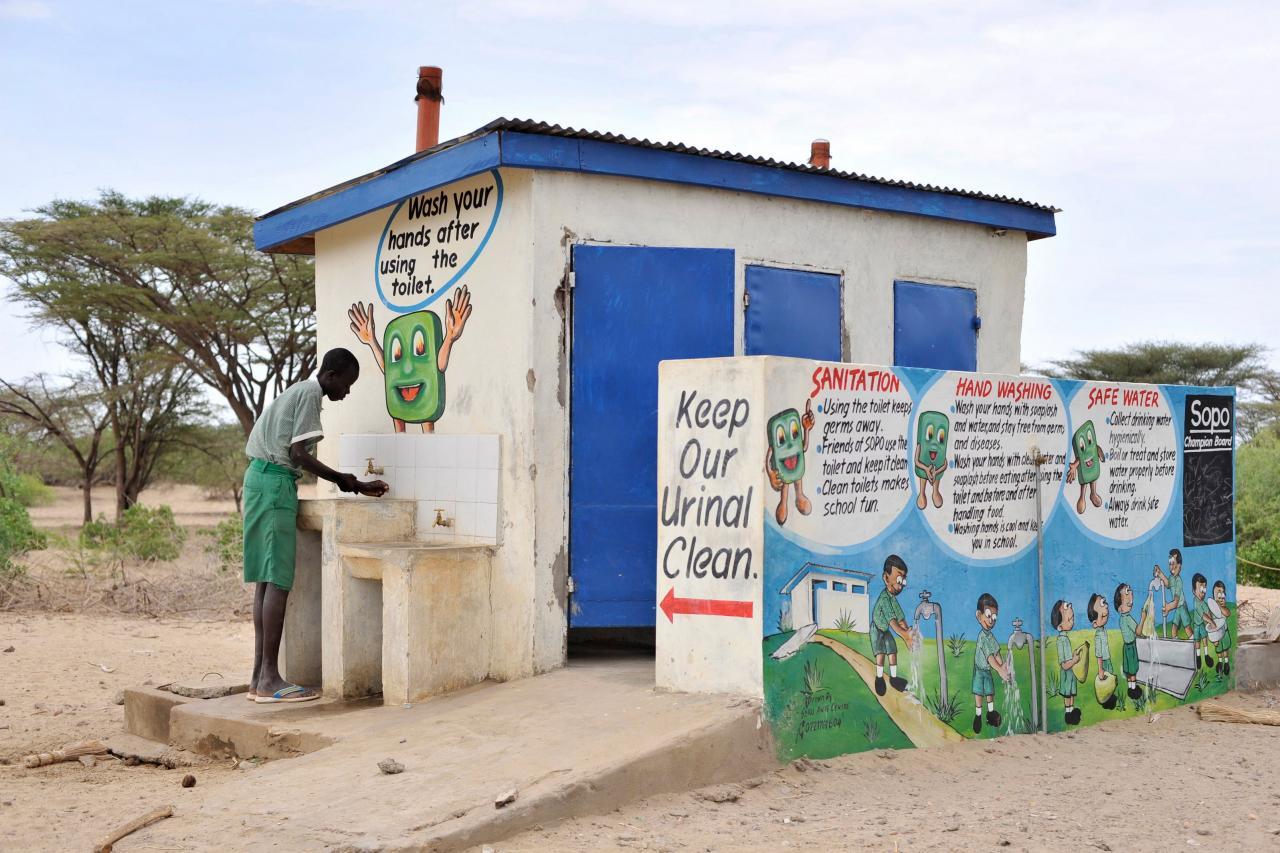 過去肯亞由於缺乏公共廁所,一些肯亞人喜歡直接用塑膠袋解決大小便。