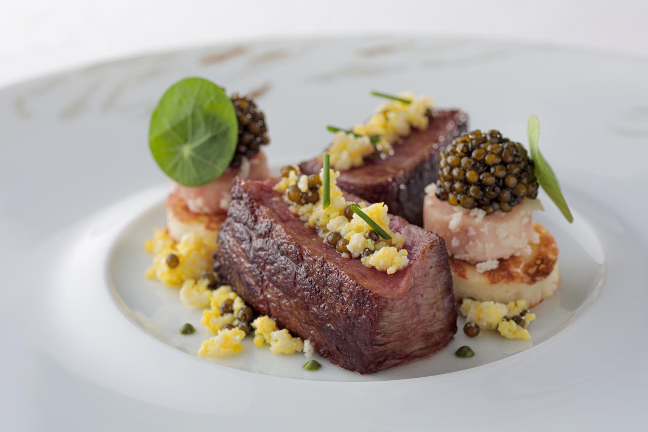用高級魚子醬搭配的 L'ARMUR BELUGA N°7 W3。