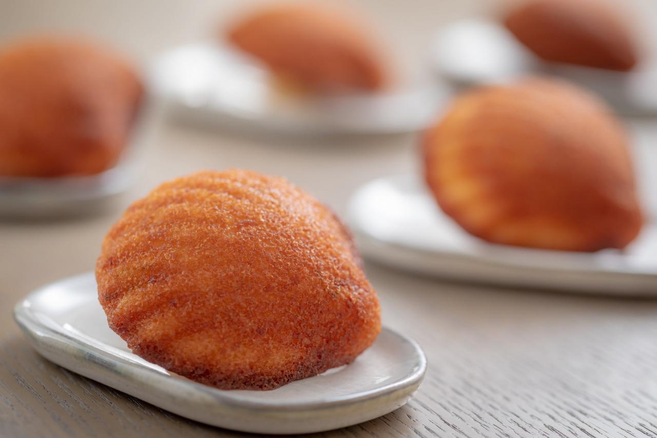 新鮮出爐的法式經典甜點Medelaine,入口香甜鬆化,並帶點淡淡的檸檬香氣,令人驚艷!