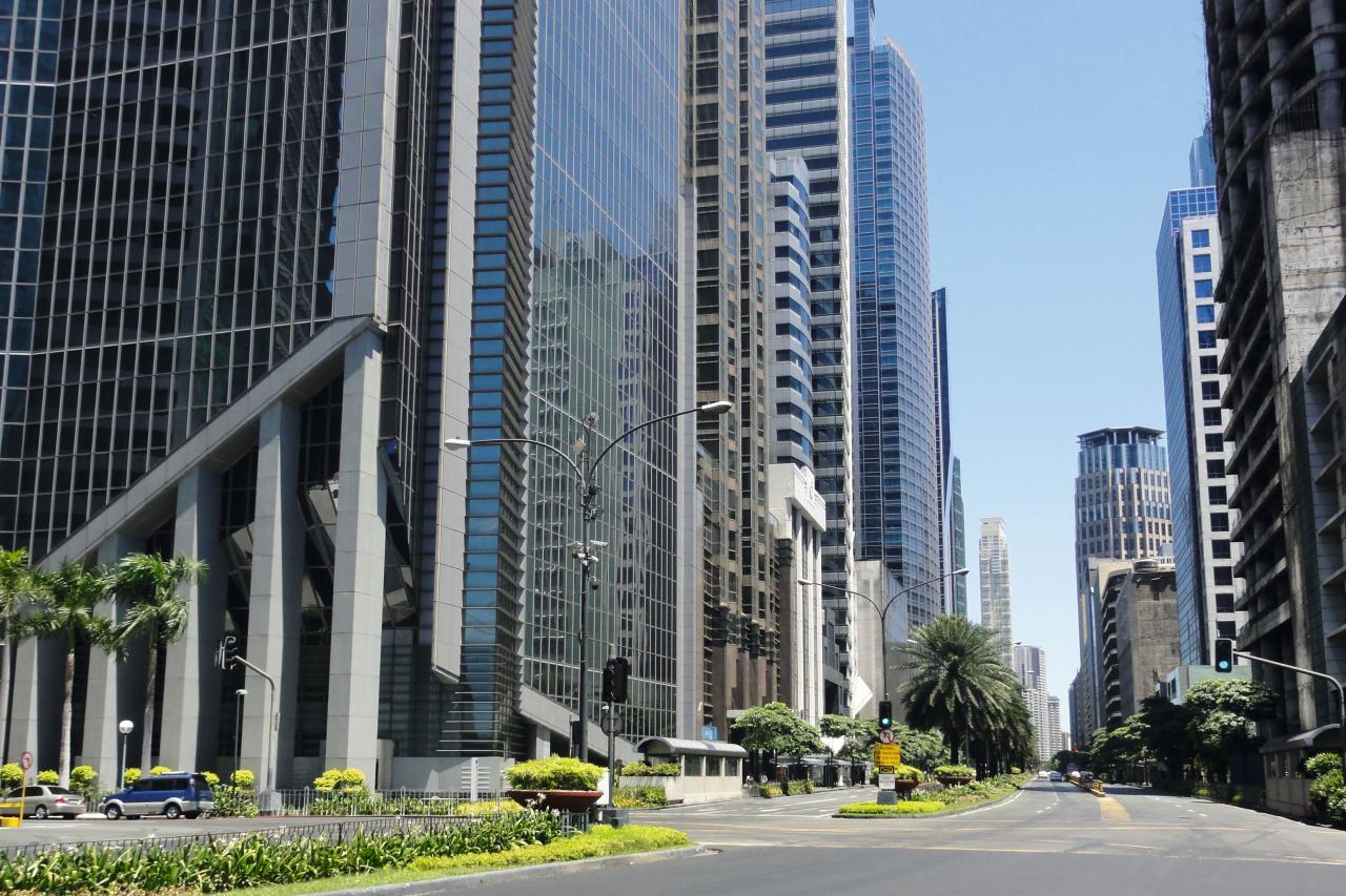 菲律賓最大的證券交易大廳位於馬卡蒂的阿亞拉大道。