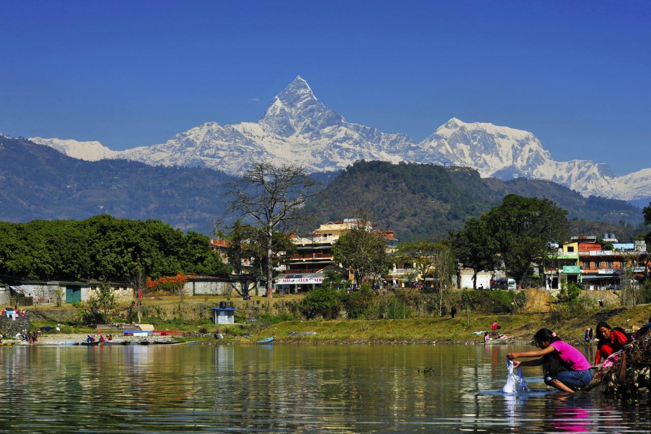 尼泊爾現時只有一條鐵路,成為中印爭相投資的地方。
