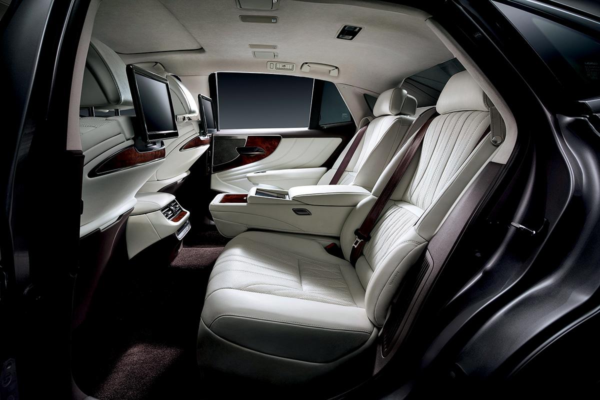 寬敞的車身,擁有多項貼心的設備,就算高個子亦同樣坐得舒適。