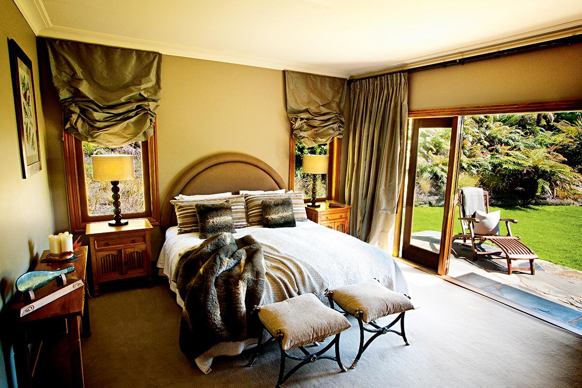 房間與園林相連,滿眼都是綠悠悠的景緻。
