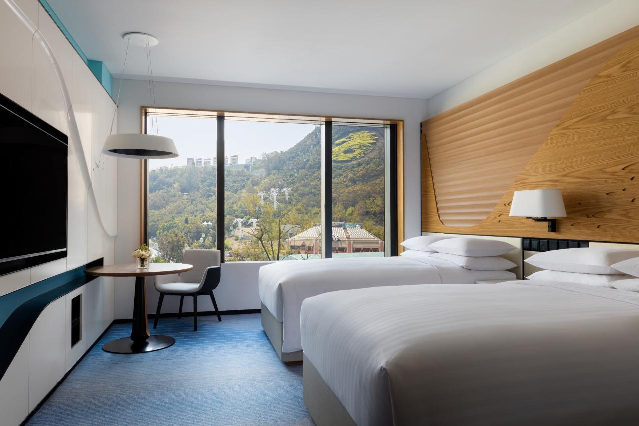 酒店以海洋為主題,提供471間豪華客房及套房。