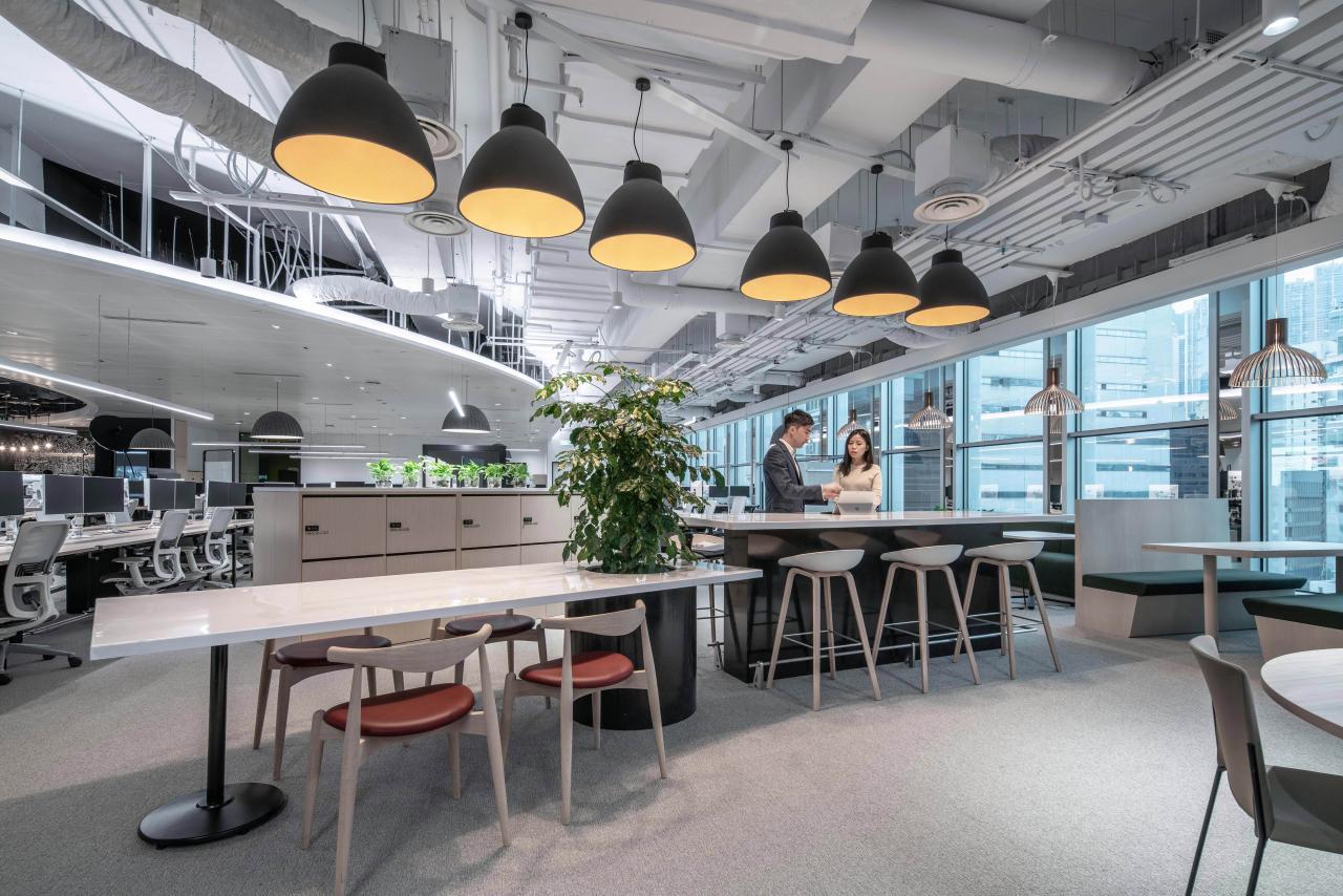 數碼樓層設有特別設計的交流區、共用空間, 以及供團隊協作之工作間,配合員工個人或團隊工作所需。室內設計以大自然和生長為主題,標誌着在這裏醞釀新意念,並以員工身心健康為本。