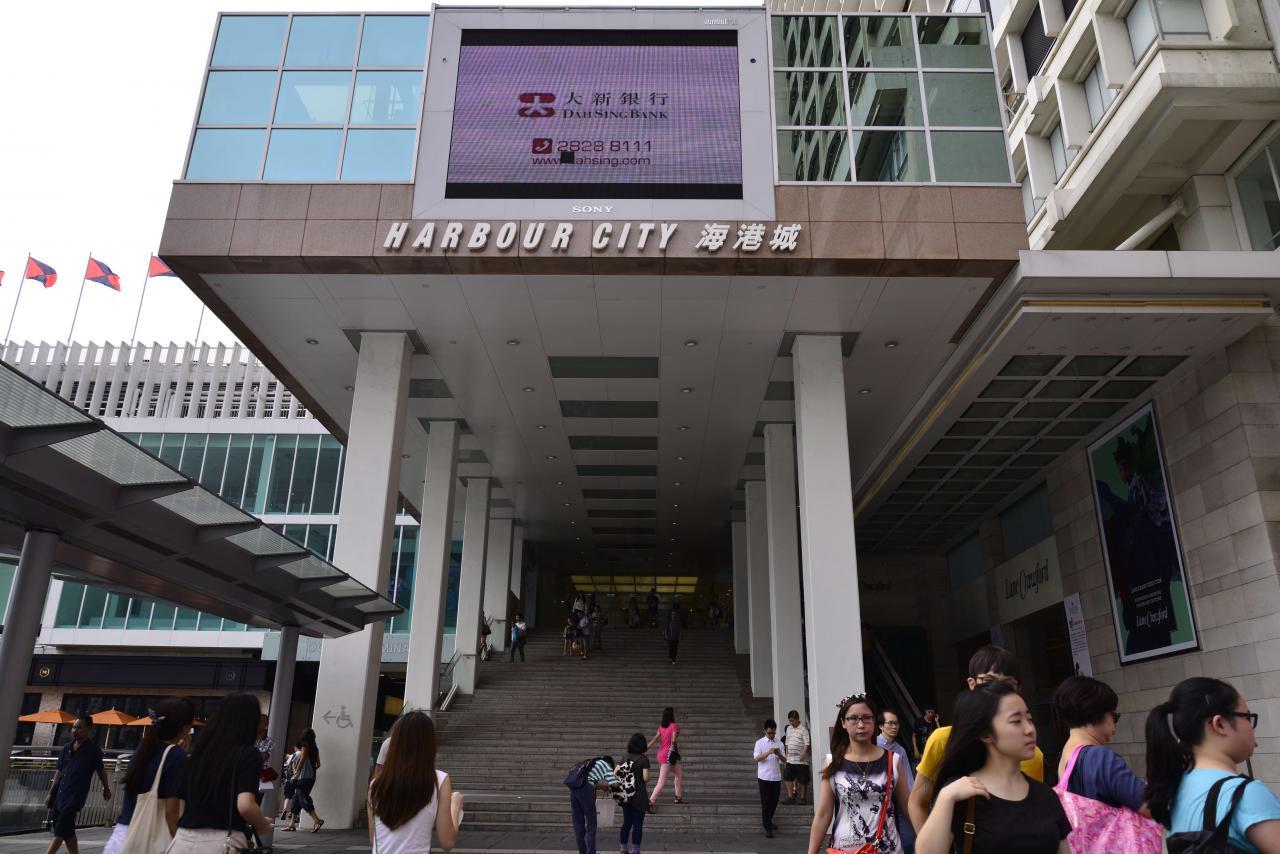 尖沙咀廣東道是內地旅客購物熱點。