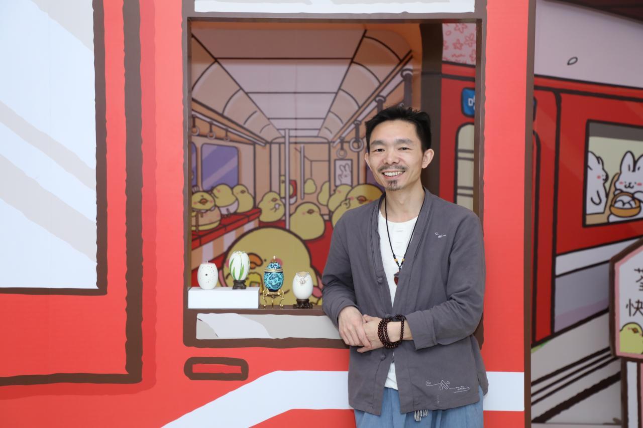 今年的三月尾至四月初期間,施老師來港出席千色匯的節日主題商場展。