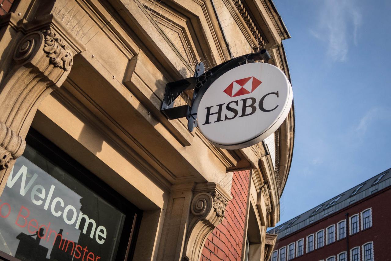 馬克龍為了吸引英國銀行家來法國投資的名義,取消了所得在最高區間的銀行家及保險業者的稅。