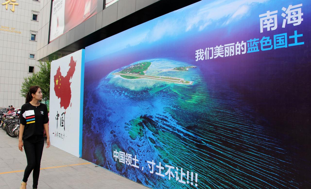 九月底時,美方派軍艦進入中國南海島礁鄰近海域,中美雙方軍艦險相撞。