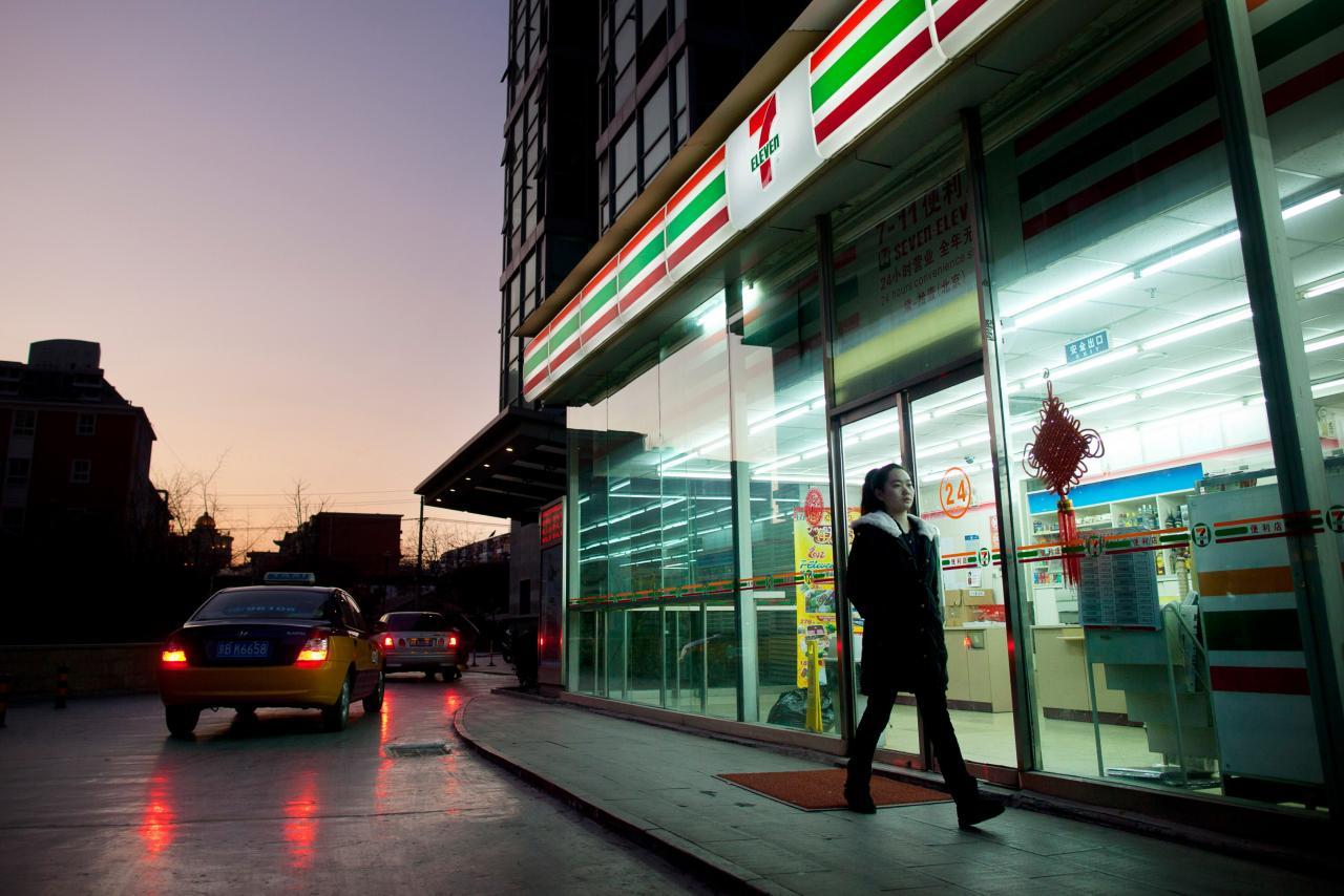 城市人作息時間較夜,晚間的消費活動亦較為活躍。