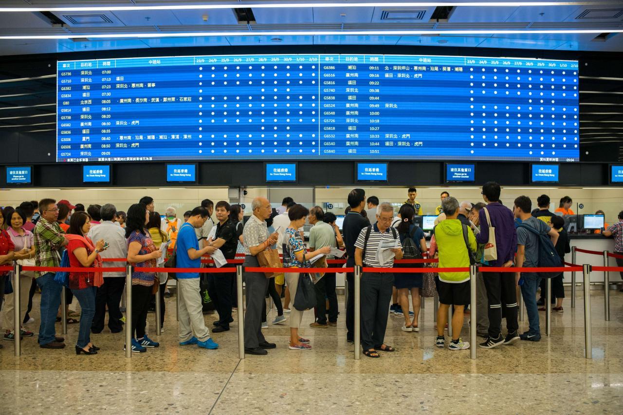廣深港高鐵香港段通車在即,鄰近九龍站物業被看高一線。