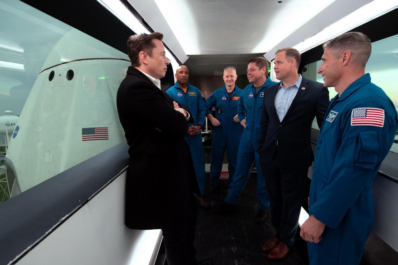 NASA與私人企業SpaceX合作,成功發射太空船升空。