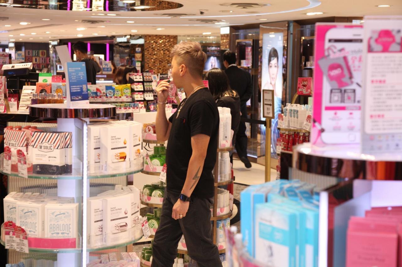 香港經濟向好,失業率處於偏低水平,為零售業營造良好的經營環境。