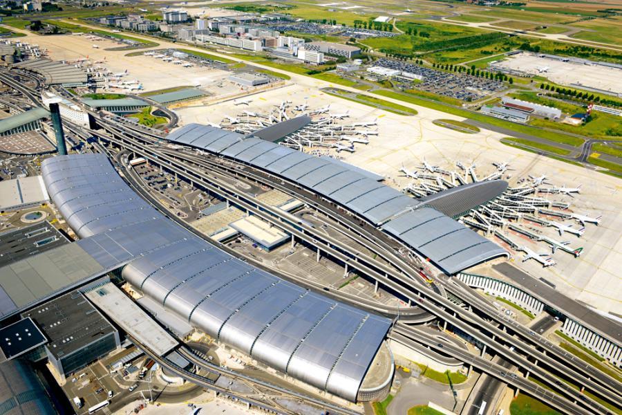 戴高樂機場內設有精品酒店,可提供80個房間,由著名的Yotel Group管理。