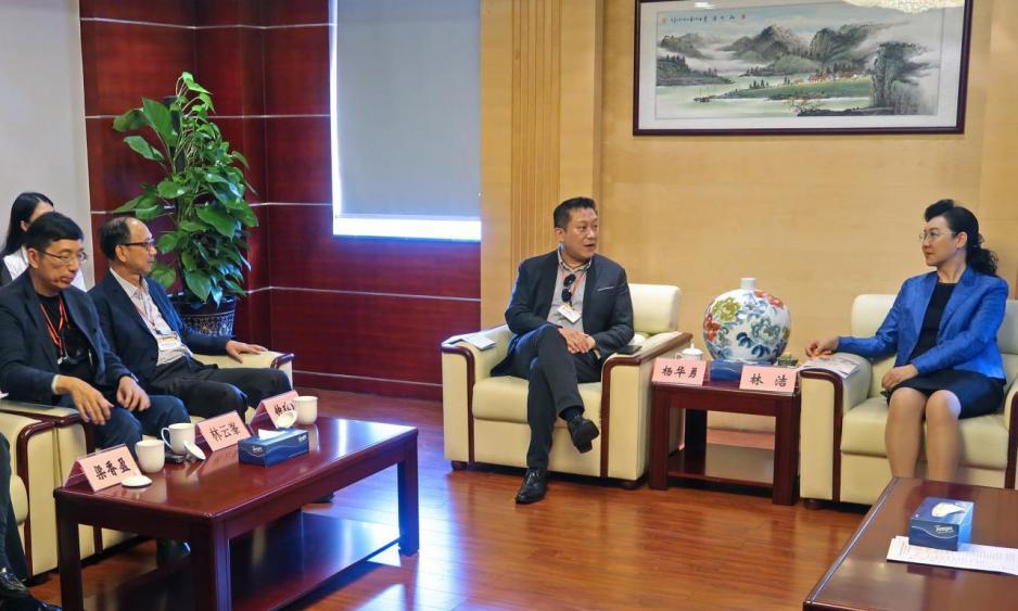 深圳市委常委,统战部部长林洁(右一)会见中总考察团图片