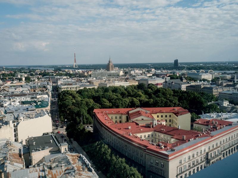 在我房間的大窗,可看到里加古城 。
