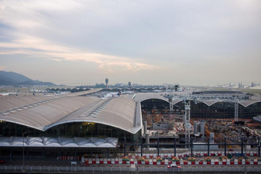 中港兩地落實擴大航空運輸安排,對本港旅遊業來說是極好消息。