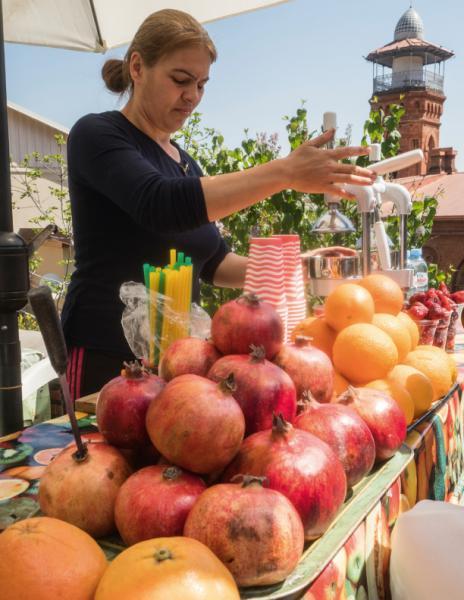 第比利斯盛產紅石榴,在古城常常可見賣鮮榨石榴汁的檔販。