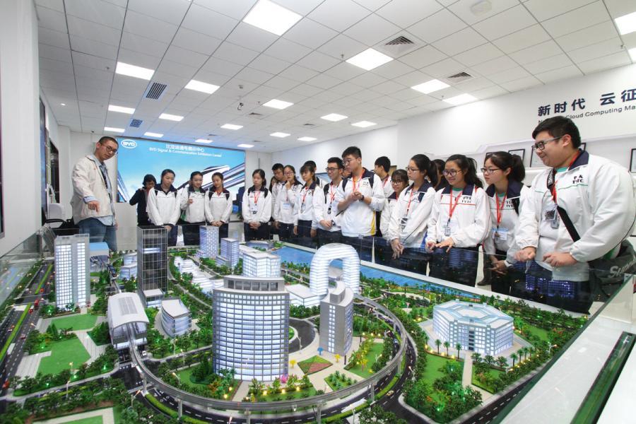 深圳比亞迪總部 接待香港學生考察團。